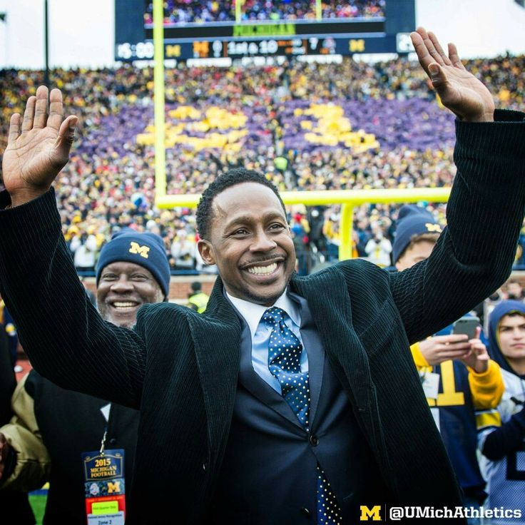 Desmond Howard getting Number retired 11/28/2015 The Big House