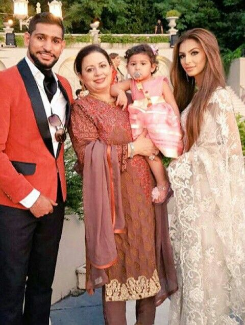 Amir Khan With His Mother In Law Daughter And Wife