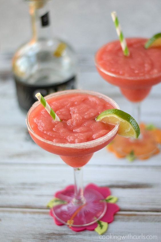 Celebrate Summer with these delicious Frozen Watermelon Margaritas | cookingwithcurls.com