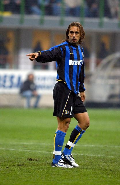 Gabriel BATISTUTA; Newell's Old Boys ARG 1988–1989, River Plate ARG 89–90,Boca Juniors ARG 90–91, Fiorentina 91–2000, Roma 2000–2003, loan INTER 2003, Al Arabi QAT 2003–2005