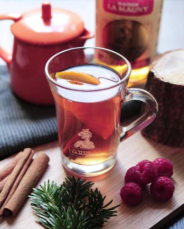 Cocktail Grog vintage pour 1 personne - Recettes Elle à TableIngrédients      4 cl de rhum ambré 1 cl de sirop de framboise 12 cl de thé à la vanille      1 cl de jus de citron 1 rondelle d'orange 1 bâton de cannelle