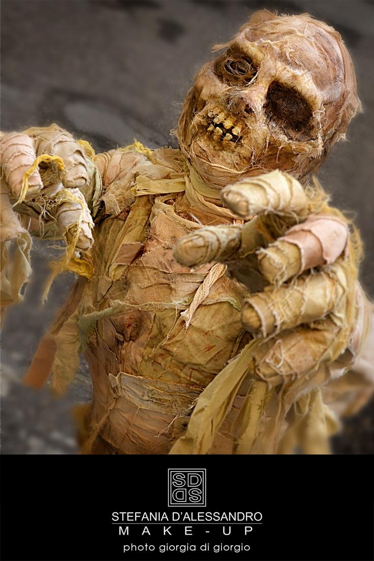 Corso di effetti speciali Stefania D'alessandro Make up sesta lezione - mummia dimostrazione trucco - foto Giorgia Di Giorgio