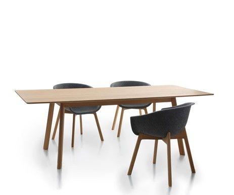 W domu, w pracy - konieczny jest duży stół i wygodne krzesła. Wygodne siedziska ze sprasowanego filcu znakomicie wyglądają w połączeniu z drewnem dębowym.