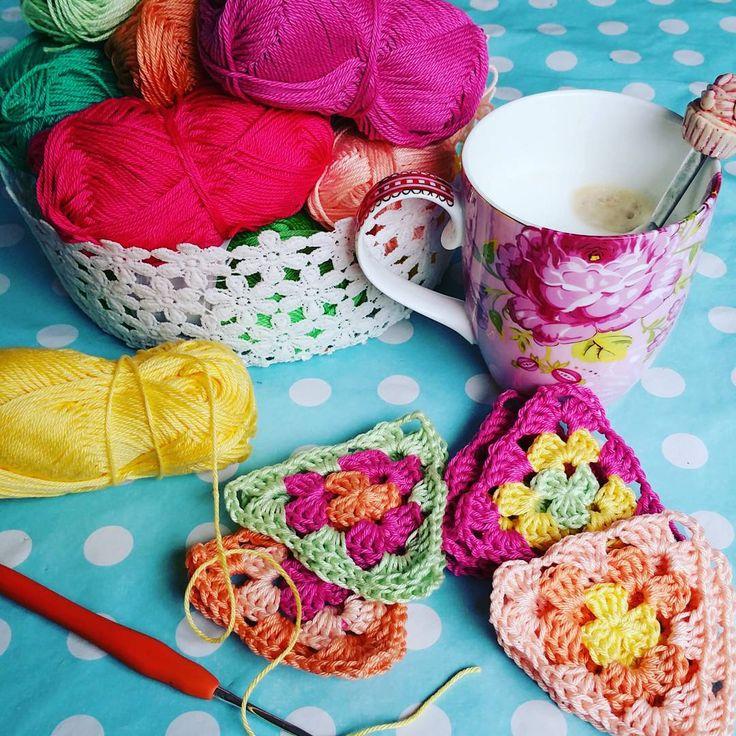 109 vind-ik-leuks, 27 reacties - Mabel - CrochetAddict (@hipmetkleur) op Instagram: 'De gezellige Joyce @vanmez11 , met haar mooie leren labels vroeg mij om mijn #widn. Bedankt voor…'