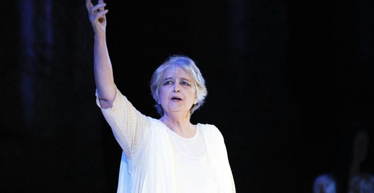 Anna Synodinou(Greek: Άννα Συνοδινού) (born November 21, 1927,Loutraki,Greece) is a Greek actress and a politician. She once served as a member of the Greek parliament. She has mainly excelled inancient dramaand has won two times theKotopouli Theatre award.She has a brief but notable career in cinema, and a sparse presence in Greek television where she has been awarded for its role in the seriesMatomena Homata.