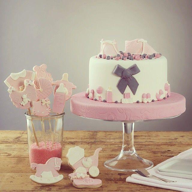 Bugün ve hergün doğan minik kızlara hoşgeldin 😇🎀 #gunaydin #bugun #cumartesi #haftasonu #basladi #today #bebek #baby #bebekdogum #dogumgunu #babyshower #kutlama #pasta #cupcake #muffin #kurabiye #kek #cake #butik #butikpasta #pembe #patik #ayakkabi #biberon #onluk #at #bebekarabasi #araba #car