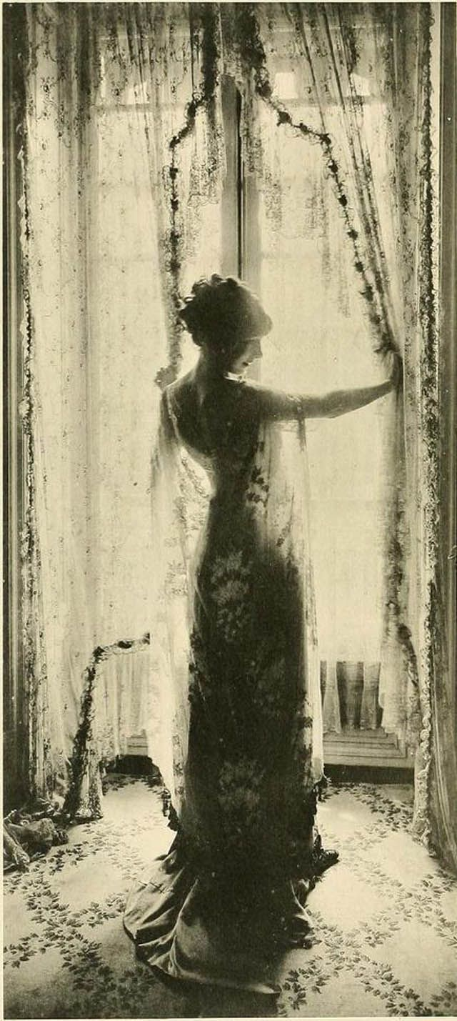 vintage everyday: The Beauty of Edwardian Women – Charming Photos of 'Ladies from the Back' in the 1900s