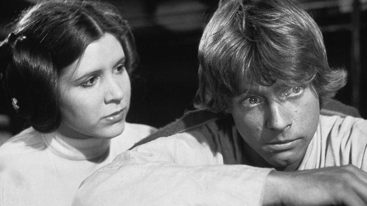 """Con todo el furor que ha causado el estreno de """"Star Wars: The Last Jedi"""" llega también el aniversario luctuoso de """"Leia"""", y es su compañero quien le rinde un pequeño y original tributo."""