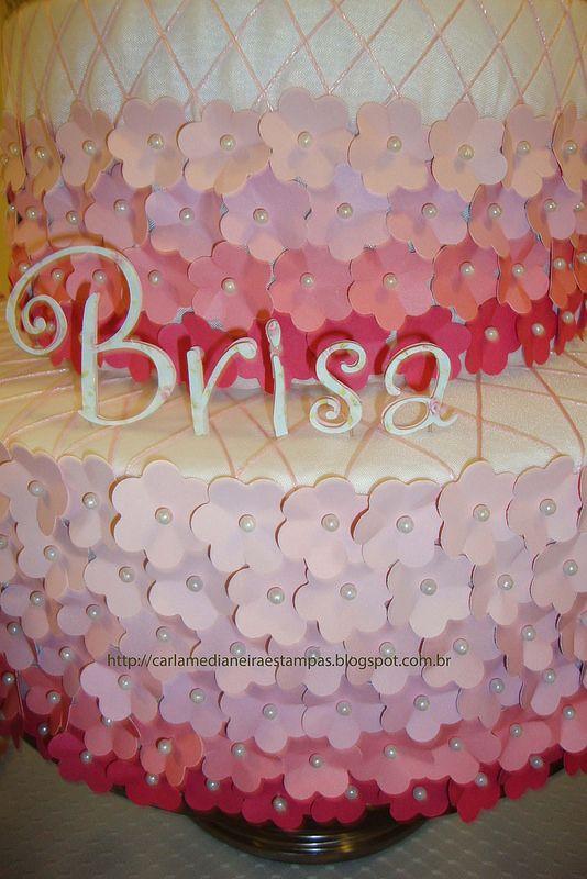 Bolo cenográfico  tema Jardim- Flores e borboletas por  Carla Medianeira Silva Nogueira