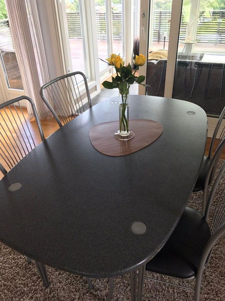 FINN – Kupp! Lekkert massivt bord (spisestue / kjøkken) m/ 8 stoler