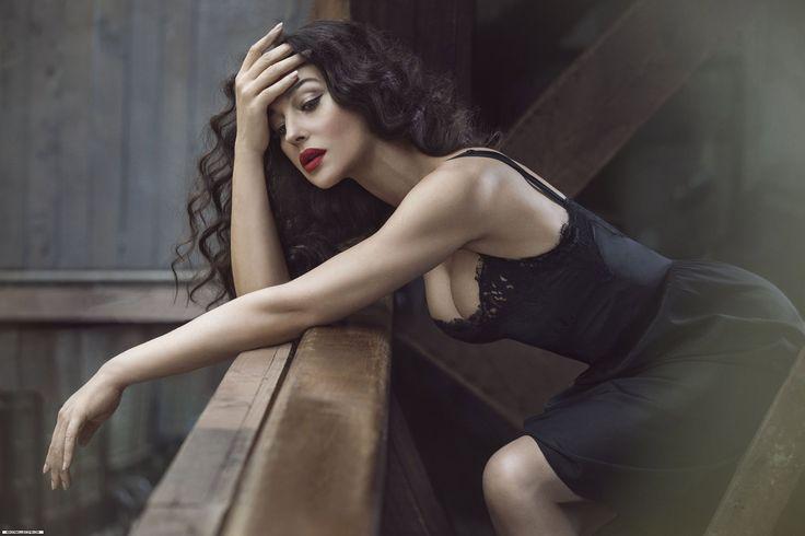 Monica Bellucci, sexy chic style.:
