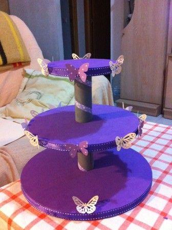 Support for cakes and cupcakes. Un precioso soporte para tartas y cupcakes con detalles de maripososas hecho por mi mujer para la mesa de chuches de nuestra boda. Más info en estos2secasan.com