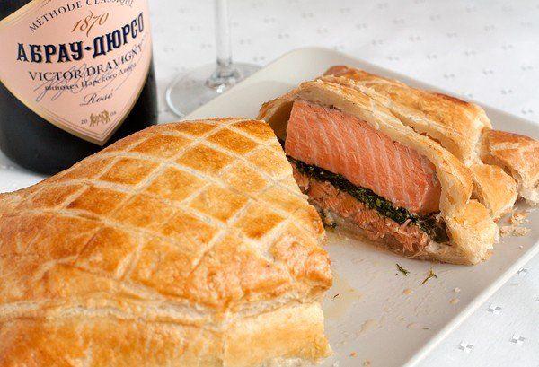 Лосось, запеченный в тесте   Kurkuma project (Проект Куркума) Подавать блюдо можно теплым или остывшим, нарезав на порционные куски. Охлажденное розовое шампанское будет очень кстати! :)