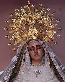 """Gedächtnis der Schmerzen Mariens. Gedächtnis der Schmerzen Mariens (von lat. Beatae Mariae Virginis Perdolentis, """"allerseligste, schmerzensreiche Jungfrau Maria"""", früher Septem Dolorum Beatæ Mariæ Virginis) ist ein Gedenktag im Kirchenjahr der römisch-katholischen Kirche, der am 15. September begangen wird. Der Gedenktag hat eine eigene Sequenz, das Stabat mater. Die Ikonographie stellt Maria als Mater Dolorosa (""""Schmerzensmutter"""") ..."""