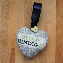 'Otthong mindig jó' (Hungarian for Always good to be home) cross stitch hanging heart - DolceDecor home decoration