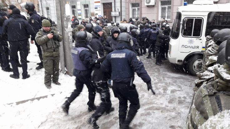4 wounded in clashes with police at Solom'yanskiy district court(Trukhanov trial)