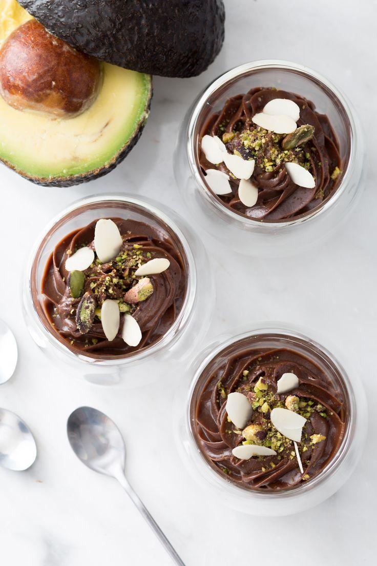 Mousse cioccolato e avocado: da gustare cucchiaino dopo cucchiaino. [Chocolate and avocado mousse]
