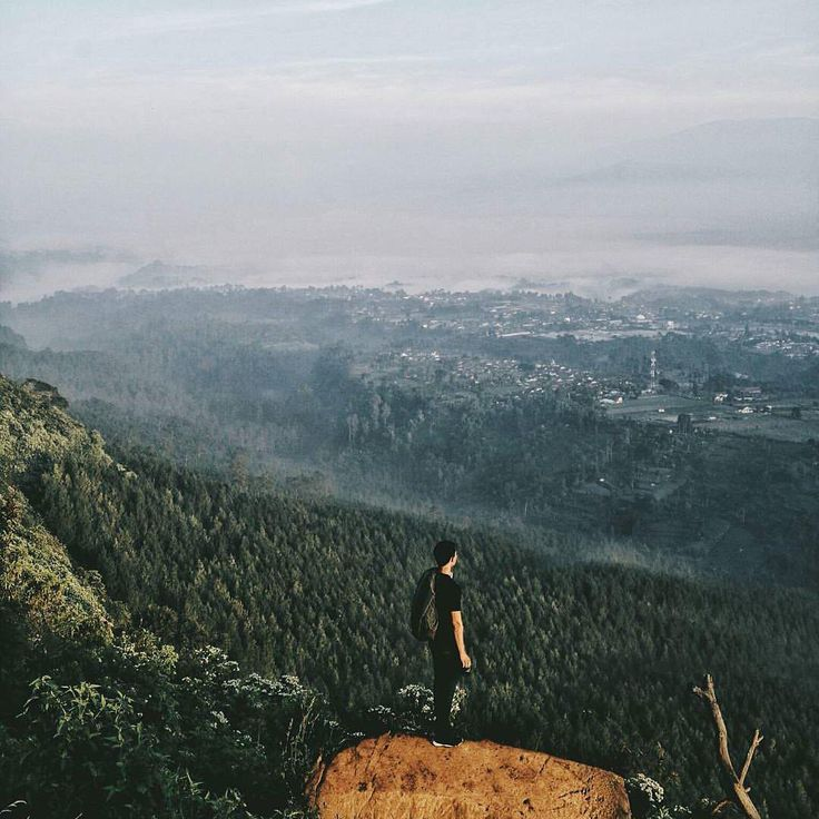 Patahan Lembang berbentuk memanjang dengan panjang ± 22 km, yang berawal dari arah kaki gunung Manglayang yang terletak di kawasan Bandung bagian timur (Palasari) dan kemudian berujung sebelum kawasan perbukitan kapur Padalarang yang berada di kawasan Bandung Barat.