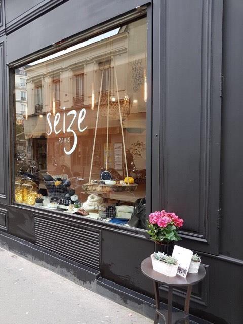 Vitrine Seize Paris, boutique parisienne