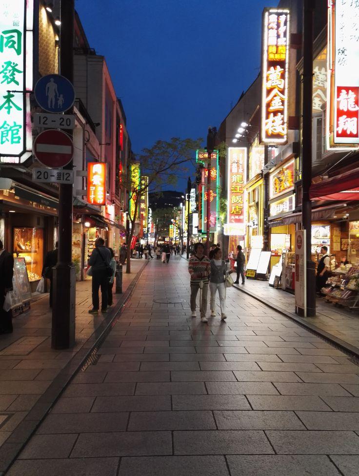 La Chinatown più grande del Giappone, inserita in una città altrettanto bella: Yokohama. La città permette di visitare la più grande Chinatown del Giappone!