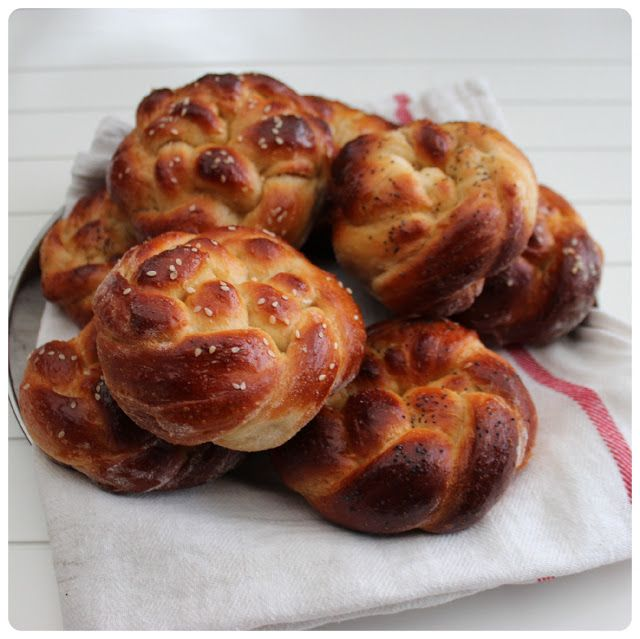 A Feast for Crows. Game of thrones food. Winterfell Braided buns - a less salty version of bread and salt?