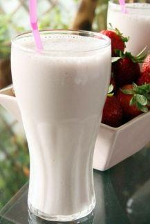 Milkshake allégé | Cuisine Moléculaire 4g de méthylcellulose (MC)1g de gomme de xanthane1 cuillère à soupe de sucre600 ml de jus de fruits (froid)300 ml de lait (froid)400g de glaçons
