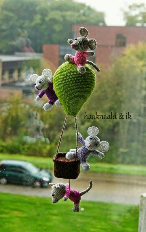 Muziekdoosje muisjes in luchtballon.   Haakpatroon.  Kooppatroon. Crochetpattern.   http://haaknaaldenik.blogspot.nl/2015/03/haakpatroon-muziekdoosje-muizen-in.html?m=1