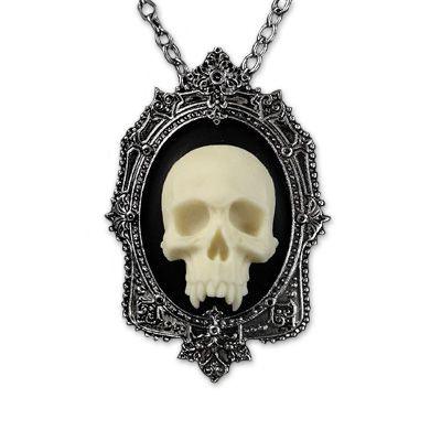 Vampire Skull necklace from Restyle 3D Vampieren schedel cameo ketting en broche ivoor - Gothic http://www.attitudeholland.nl/haar/body-sieraden/sieraden/kettingen/3d-vampieren-schedel-cameo-ketting-en-broche-ivoor-gothic/