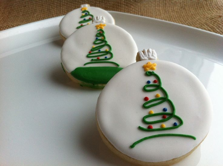 Simple And Classy Decorated Swirly Christmas Tree Cookies For The Holidays