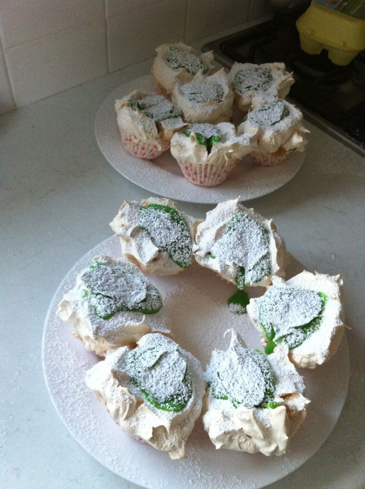 Lime curd meringues with mint leaves. For my team brother. Very tasty deserts ;)