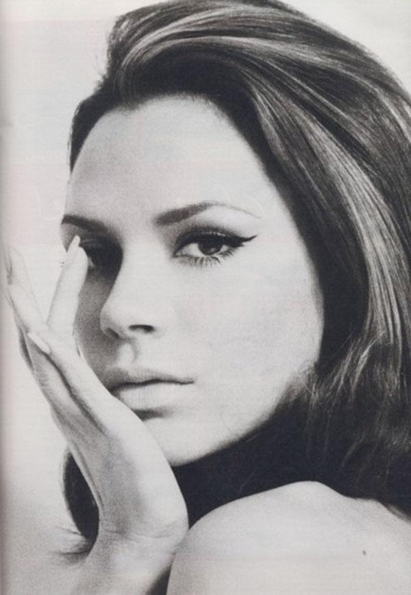 Victoria Beckham    #Black and White