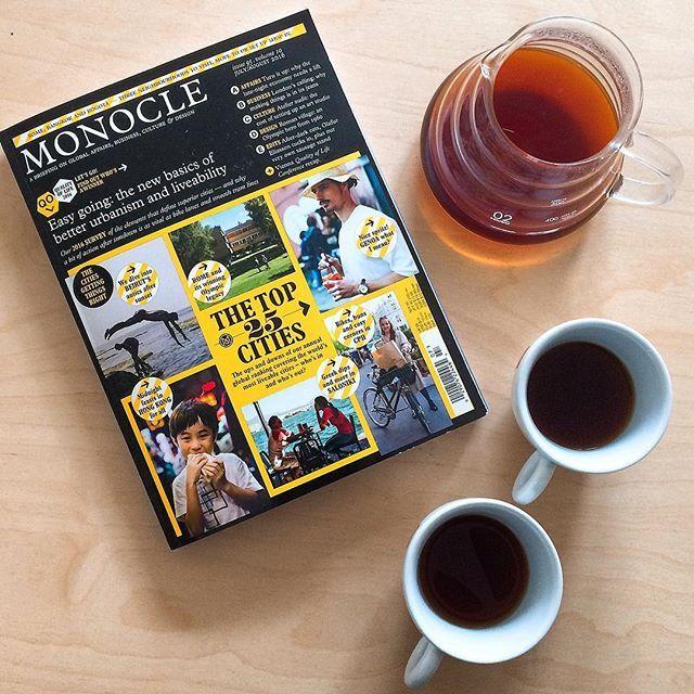 Tohle je moje oblibeny nedelni combo, piju filtr a ctu Monocle ☕️🗞. Krasnou nedeli🙂! #lysanadlabem #sunday #nedele #tasteactually #coffee #v60 #filtercoffee #jbkaffee #monocle #perfectsunday #kafe #athome #relax