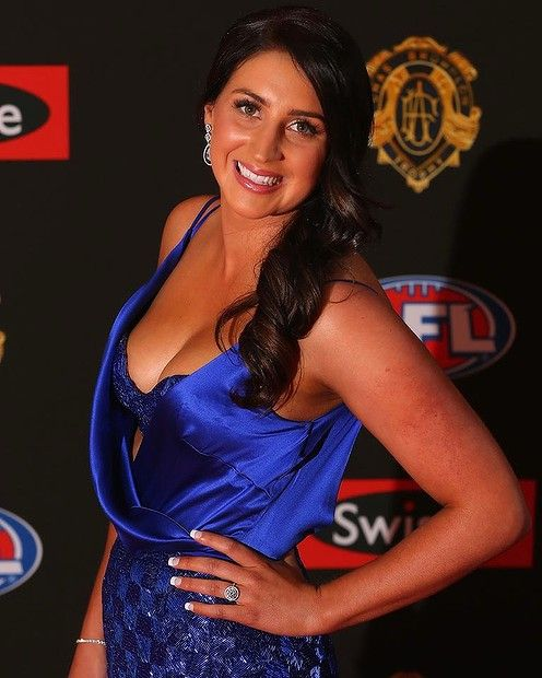 BEST BRA: #BelindaHintum. Come on, you can't go past a blue sequined bra on the red carpet, can you? Belinda's brilliant blue dress is low cut but she's saved an embarrassing slip up with the custom bra. That's exactly how to do it B.  #Brownlow2014 #Brownlowredcarpet