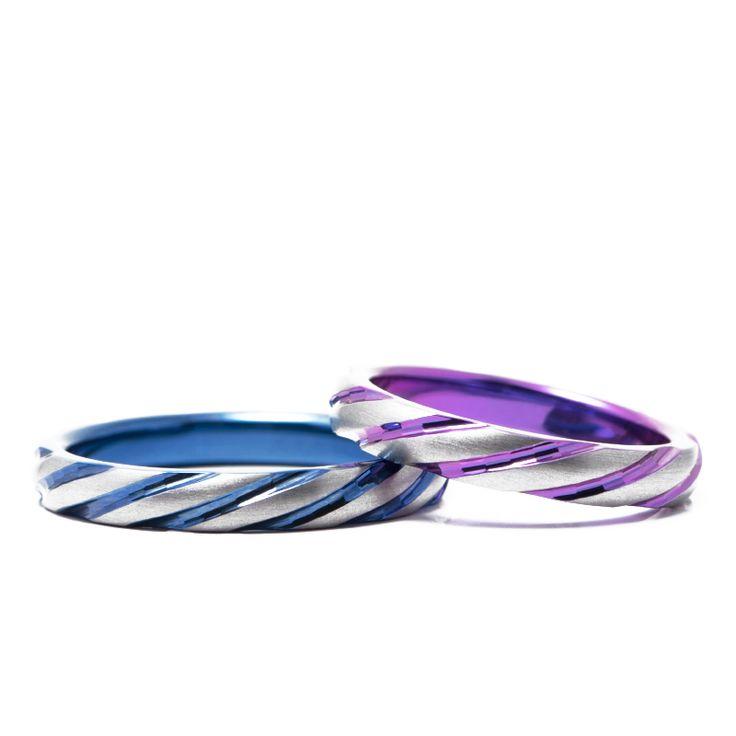 【結婚指輪 十六夜(いざよい)】ひねったようなデザインの十六夜。細かなカットが動くたびにキラキラ輝く結婚指輪です。素材:Ti(チタン)。