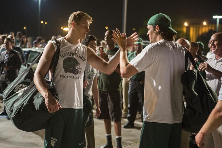 Still of Alexander Ludwig and Richard Kohnke in When the Game Stands Tall (2014) http://www.movpins.com/dHQyMjQ3NDc2/when-the-game-stands-tall-(2014)/still-911723776