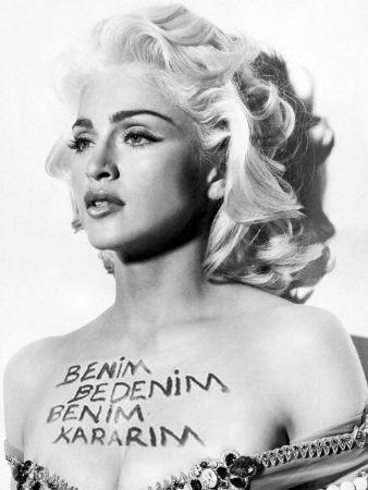 Madonna konserinde isyana davet!
