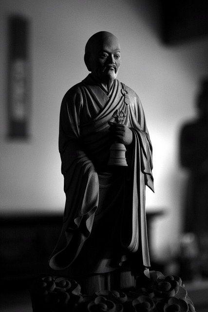 Escultura de la estatua de Buda Harada Keisuke Maestro zen de la ley (elefante de la caspa) Zen Maestro del Zen petrificado】 Sacerdote zen de la dinastía Tang en China.  Fundador de Koizumi.  Recibió una ley de Banzan Takarazuma (Banzan Houjyaku), pero se comporta como un monstruo loco, y después de jugar en el lugar del norte después de la soledad del maestro.  Siempre sosteniendo una mano en la mano, tratando a la gente temblando, caminando por la calle como el agua de una nube remando…