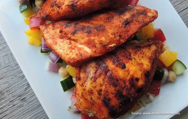 Siapa bilang membuat makanan yang diasapkan susah? Ikuti langkah-langkah berikut untuk membuat dada ayam asap yang lezat dan juga cukup mudah.