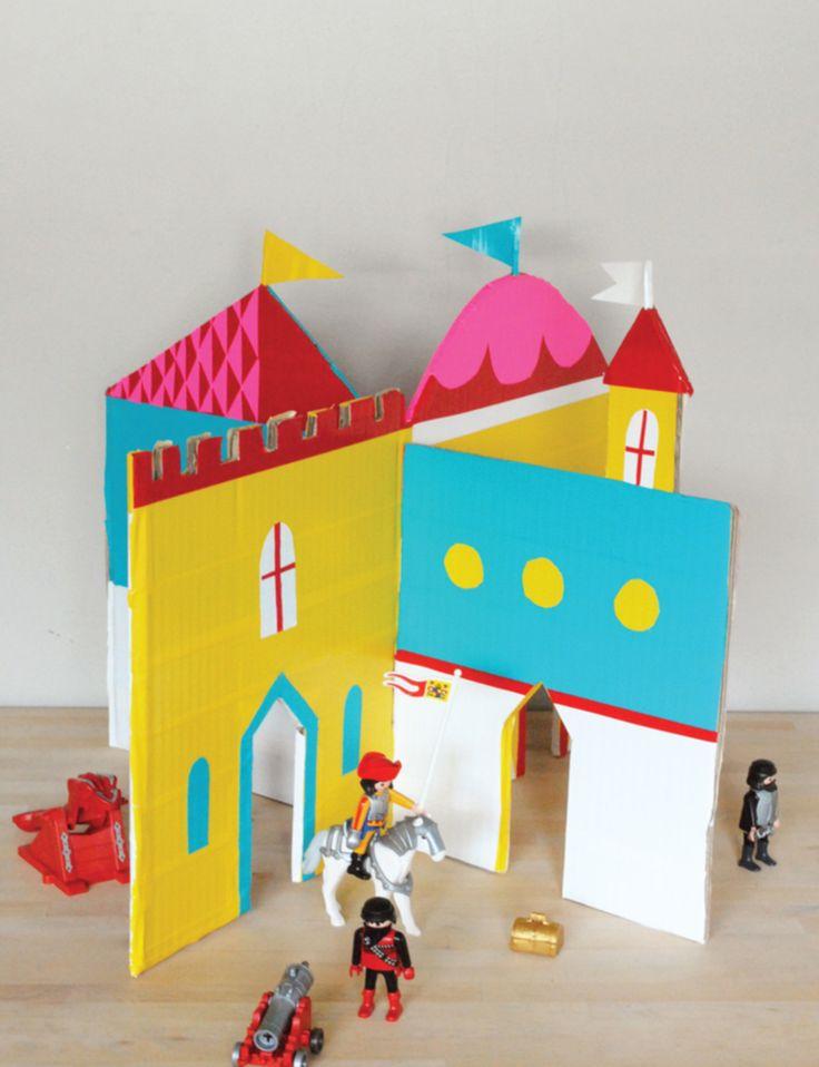 Un château pliable en carton, parfait quand on vient jouer chez Mamie !
