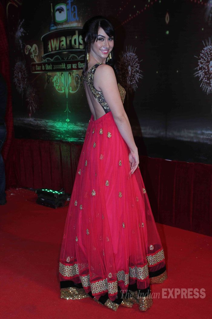 Lauren Gottleib showing her sexy back on the red carpet of Indian Television Awards 2013. #Bollywood #Fashion #Style #Beauty