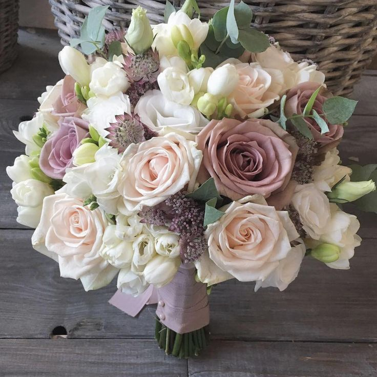 "42 Likes, 1 Comments - Flowers Living (@flowersliving) on Instagram: ""Sarah's bouquet for her wedding in #valdorcia @borgodicastelvecchio #bridalbouquet #bouquet #bride…"""