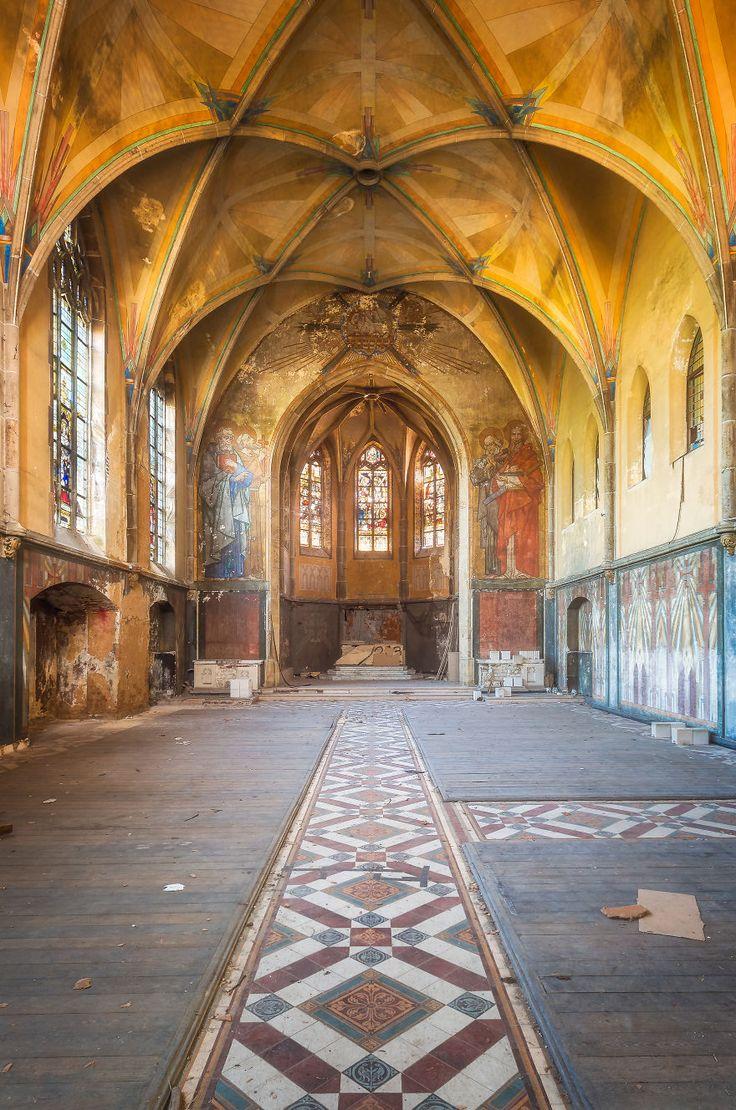 Fotógrafo holandês registra cenários incríveis de igrejas abandonadas na Europa