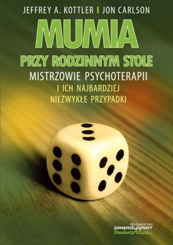 Okładka książki Mumia przy rodzinnym stole. Mistrzowie psychoterapii i ich najbardziej niezwykłe przypadki