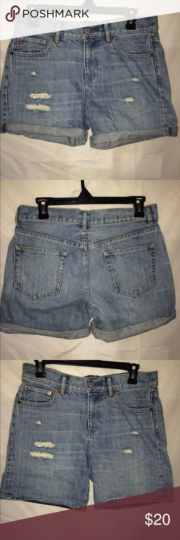 MAKE AN OFFER Uniqlo denim shorts MAKE AN OFFER 100% cotton can be cuffed. Size 25 but run a little big. Never worn but I removed the tags. Uniqlo Shorts Jean Shorts