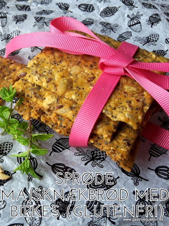 Hjemmebagte knækbrød smager bare så meget bedre end købte og de er endda lette at lave. Prøv denne low fodmap og glutenfrie version, med bl.a. græskarkerner