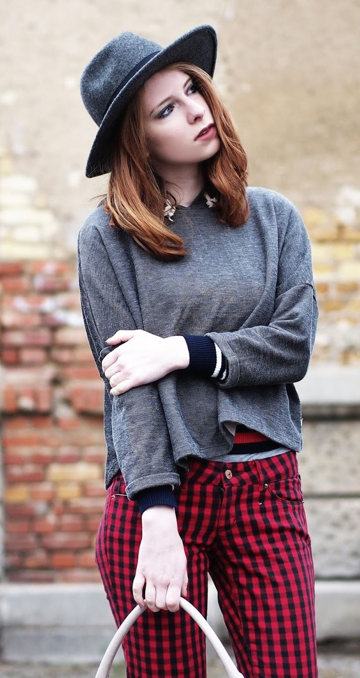 http://www.thefashionableblog.com/2016/11/outfit-poncho-pullover-und-rot-schwarz-karierte-jeans.html #grunge #rock #kariert #rotschwarz #rot #schwarz #karo#jeans #hut #punk #outfit #style #modeblog #fashionblogger #fashionblogger_de #germanblogger #modeblogger #tasche #marcjacobs