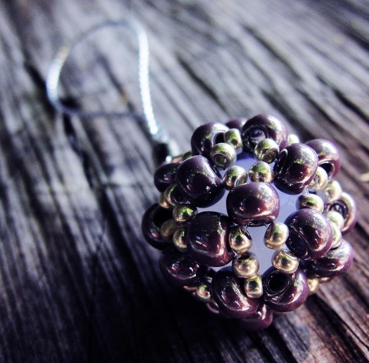 ...na mobil?....na klíče?... Průměr cca 1,5 cm, levandulově fialový a štříbrný rokajl