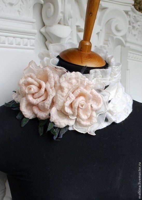 Купить Белый воротничок с 2 розами-брошами - белый, воротничок, воротничок съемный, воротничок в подарок