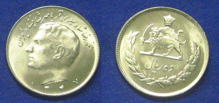 """Rial iraniano (1932-em uso) (x) 20 rial (1976, em comemoração ao aniversário de 50 anos da dinastia Pahlavi) O: efígie de Mohammad Reza Pahlavi ou Pahlavi II (1919-1980, xá do Irã entre 1941-1979), em persa """"Quinquagésimo ano da monarquia Pahlavi"""" e data no calendário islâmico/R: um leão de guarda empunhando uma cimitarra e uma coroa, símbolo nacional."""