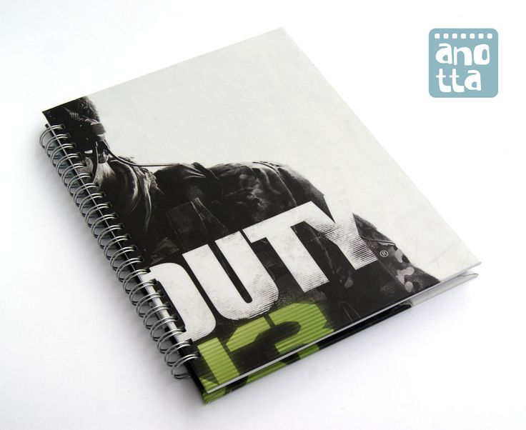 Libreta hecha a mano reciclando un cartel sacado de una revista de videojuegos.